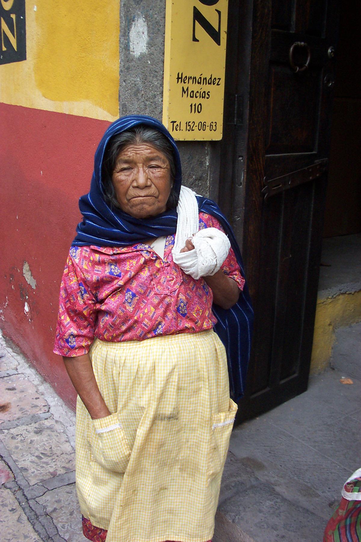beggar-woman-san-miguel-de-allende-guerro-mexico