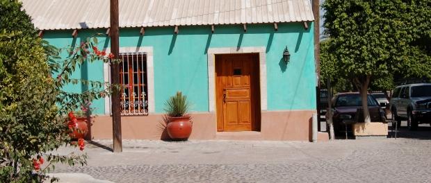 street-scene-loreto-baja-sur-mexico