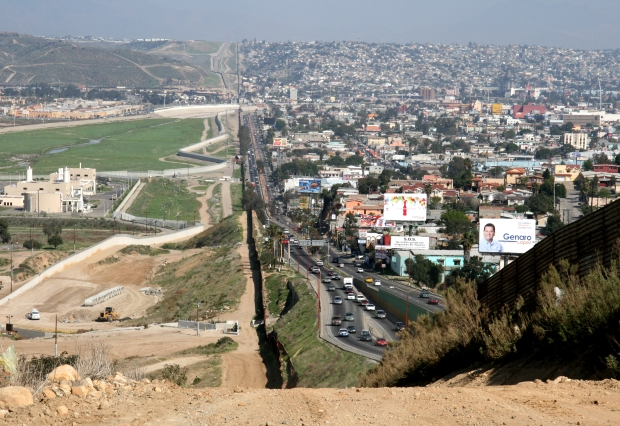 Part of the border between San Diego and Tijuana. A study of contrasts and similarities. Photo: Wikipedia Commons.